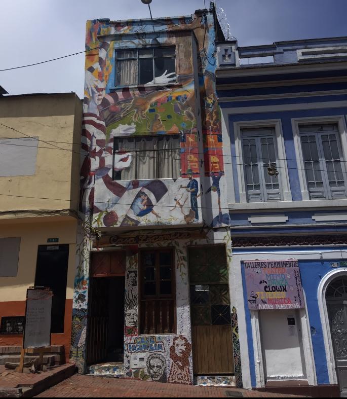 7-casa-locombia-of-the-3-first-original-hostals-hostal-bohemio-que-alberga-artistas-latinoamericanos-a-bajos-precios.jpg