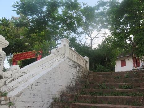 1Day-Mount Phousi (2)