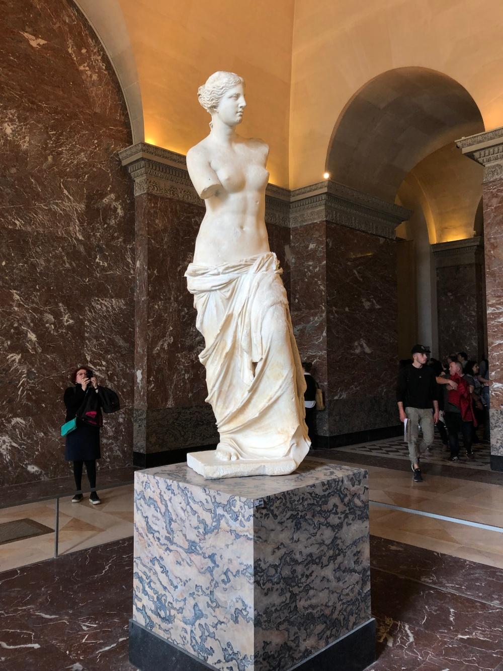 Paris - Jenny Rojas Apr19 - Jennyskyisthelimit - The Louvre Museum (30) Pathernon Room Aphrodite Venus de Milo