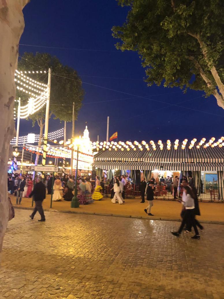 Jenny Rojas - Walking around- Feria de Abril Sevilla Espana May 19 (16)