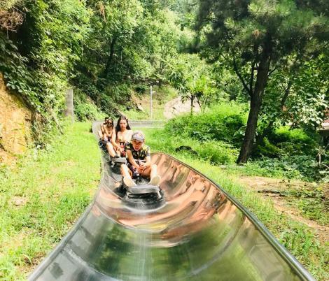 Toboggan Ride Great Wall of China - Jenny Rojas - JennySkyIsTheLimit (1)