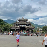 Xi'an to Chengdu Bullet Train – Dujiangyan Irrigation System – Colombians Mum & Son in China - Day 6