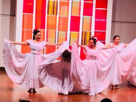 Danza Folclorica Colombiana en Londres - Grand Gala Talentos 2019 - Cumbia el Pescador de Toto la Momposina Performed by Liss, Adriana, Eleida, Francia, Tati, Jenny, Denise (1)
