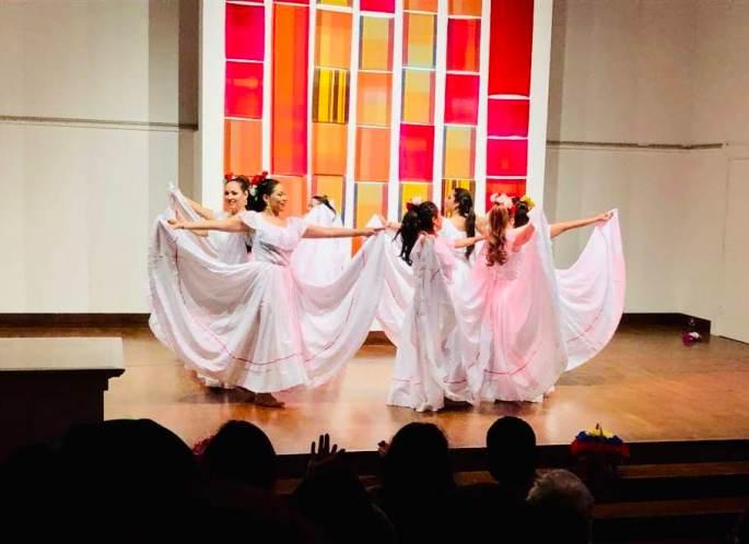 Danza Folclorica Colombiana en Londres - Grand Gala Talentos 2019 - Cumbia El Pescador