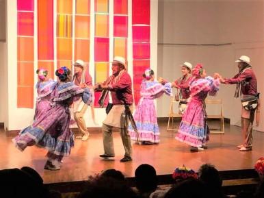 Danza Folclorica Colombiana en Londres - Grand Gala Talentos 2019 - Pasillo Voliao by Sandra, Tati, Johanna, Francia, Petter, Ney, Fredy (2)