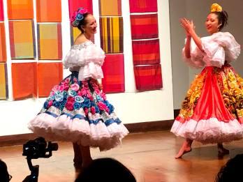 Danza Folclorica Colombiana en Londres - Grand Gala Talentos 2019 - Reinado Nacional Del Bambuco - Eleida y Denise (4)